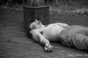 savasana avarana yoga cours personnnalisés domicile lieu de travail grenoble cedric breuze